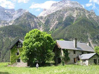 TURISMO VERDE HUESCA. Casas de Zapatierno en Espierba, Valle de Pineta